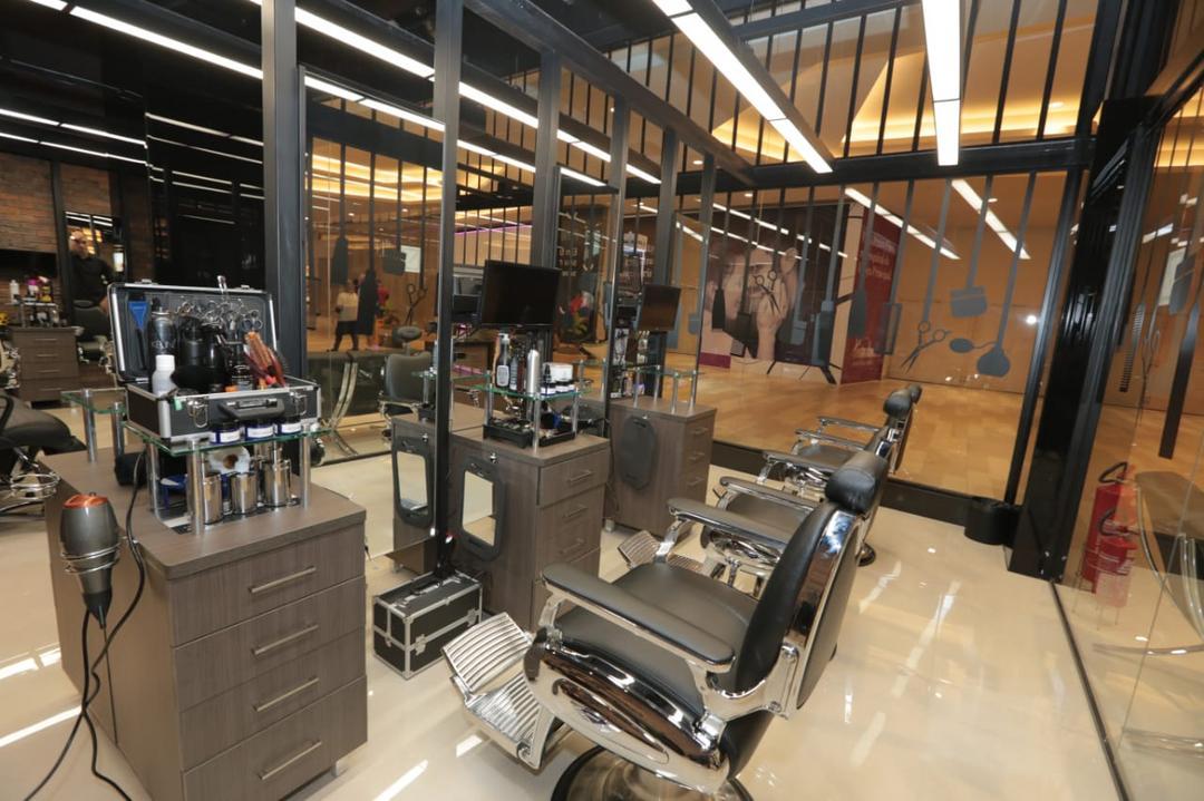 De olho no público masculino, rede de salões investe no mundo barber