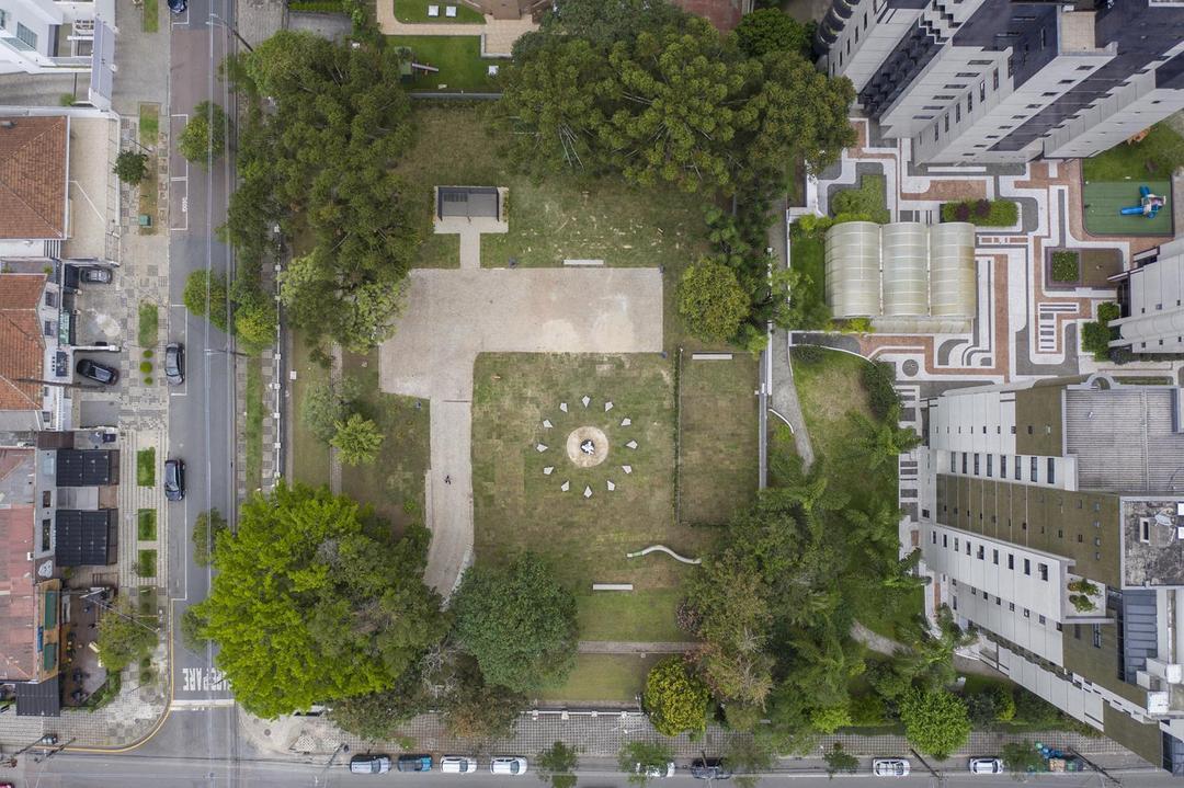 Curitiba ganha um jardim com araucárias preservadas pela Construtora Laguna