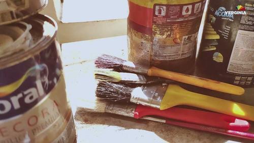 Pincel usado e tintas fazem parte da Coleta Colorida da Tintas Verginia